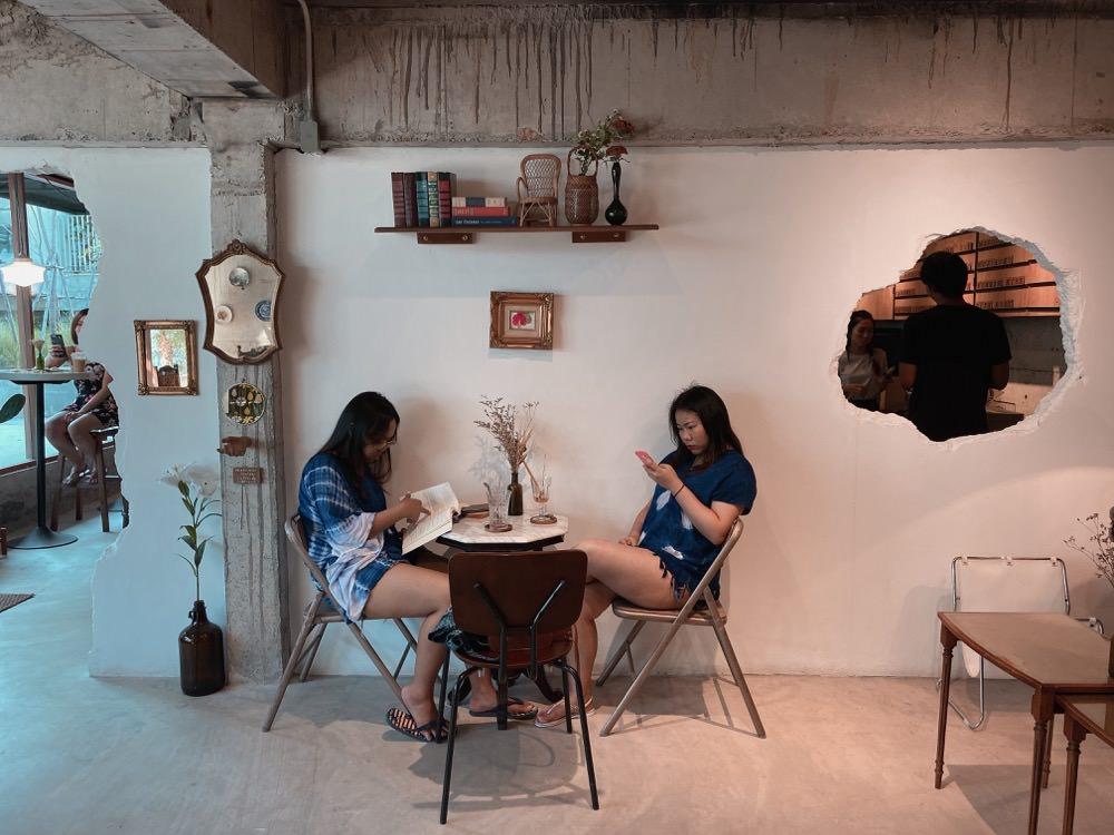 泰國旅遊|超好拍超有品味!華欣復古風咖啡廳「Hickory Coffee & Dessert」。